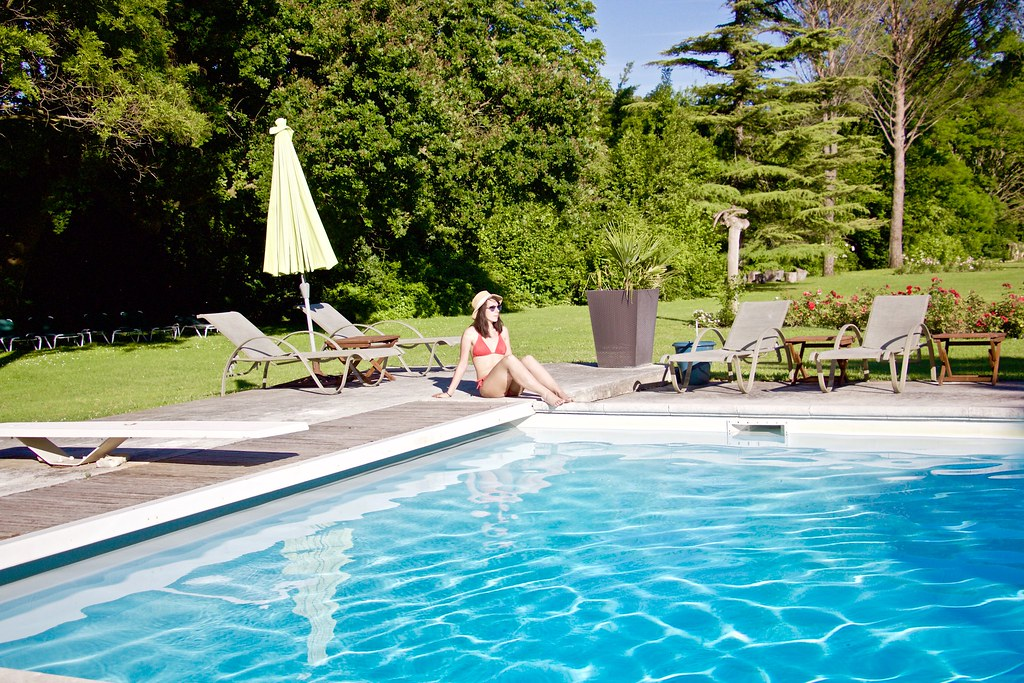 Manoir Roseraie swimming pool