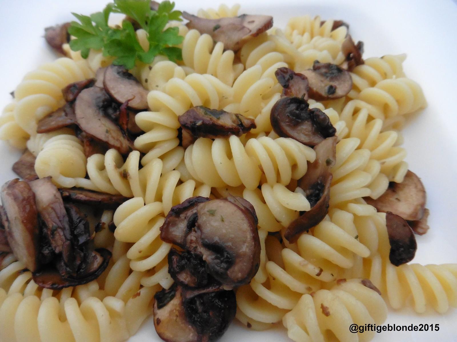 Pasta mit braunen Champignons und Kräutern