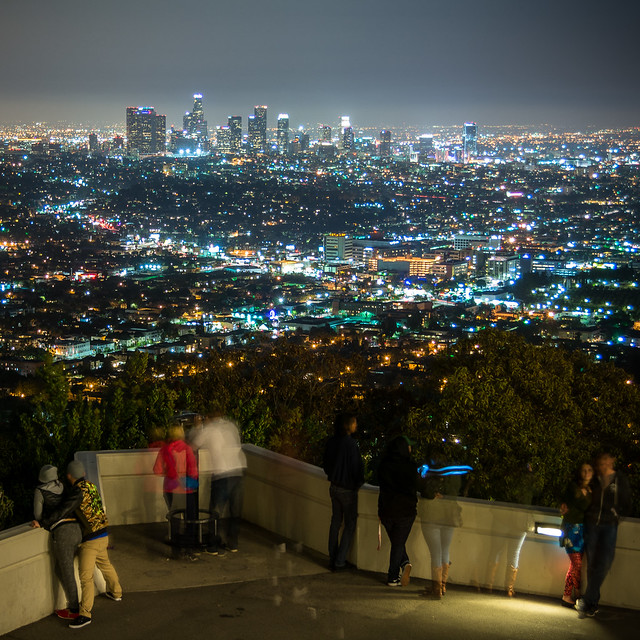 Ledge with a view #griffithobservatory #losangeles #dtla #cityscape #citylights #night #people #griffthpark #cityofangels #robroviraphotography