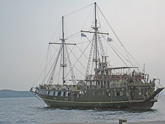 ship of the line(0.0), schooner(0.0), windjammer(0.0), carrack(0.0), fishing trawler(0.0), frigate(0.0), barquentine(0.0), fishing vessel(0.0), caravel(0.0), galleon(0.0), brig(0.0), brigantine(0.0), sailing ship(1.0), vehicle(1.0), ship(1.0), sea(1.0), training ship(1.0), mast(1.0), tall ship(1.0), watercraft(1.0), boat(1.0),