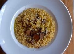 Risoto de cogumelos e trufas negras com queijo gra…