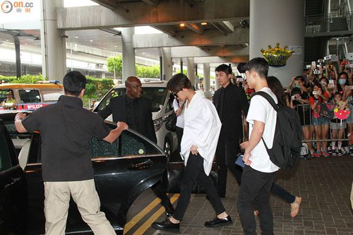GDragon-arrival-HongKong-20140806 (2)