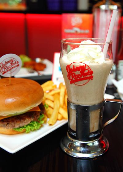 Premium-Chocolate-Milkshake