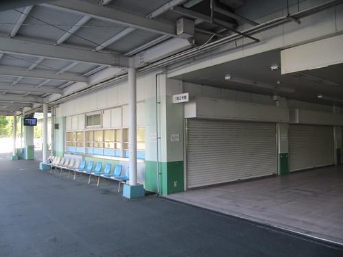 姫路競馬場の1階2号館