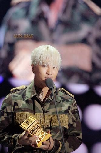 GDYB-Mama2014-HQs-Taeyang-1-20141203_004