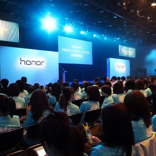 こんな感じのイベント。同時通訳のイアフォンつけない人がいたけど、中国語分かるん?