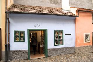 Imagen de Castillo de Praga cerca de Hradčany. goldenlane zlatáulička praguecastle pražskýhrad prague praha