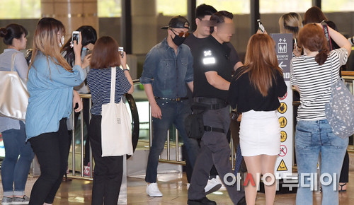 BIGBANG Gimpo Airport to Beijing PRESS 2015-06-05 007