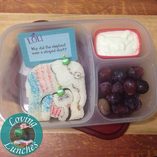 Loving a little #whereswally inspired lunch yesterday in our @easylunchboxes with @lunchbox_love note… 🐘