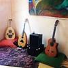 Foto di famiglia: liuto arabo, mandola algerina, chitarra #perepepe @bambinfestival