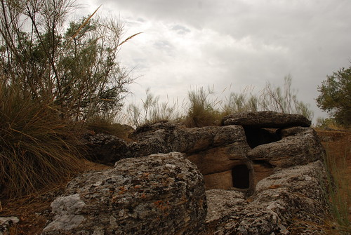 Junto al dolmen