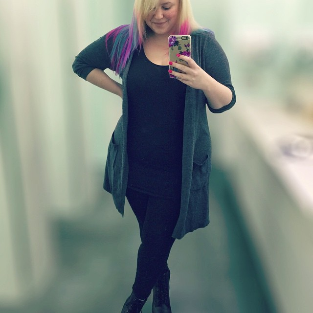 My winter wardrobe is pretty heavy on the black & greys at the moment. It's probably because I have zero fucks to give on cold mornings before work haha. But either way, this Target longline cardigan is my go-to. It's soft, versatile and doesn't leave gre