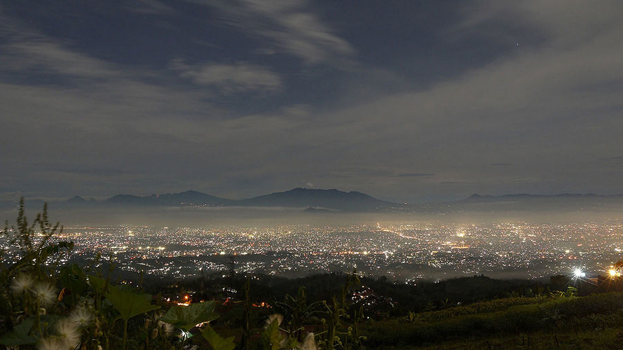 21. Caringin Tilu, Bandung nightview via nicko vandha