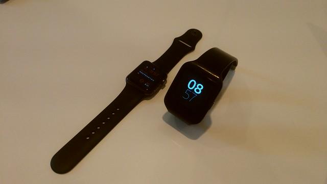 Apple Watch SportとSmartWatch 3