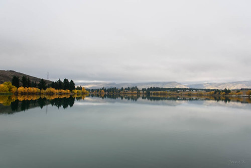 autumn trees newzealand sky lake fog clouds reflections outdoors scene hills southisland cromwell wineregion lakedunstan oldcromwelltown tripanzacblipmeetcentralotago auutmncolour cromwellbasin