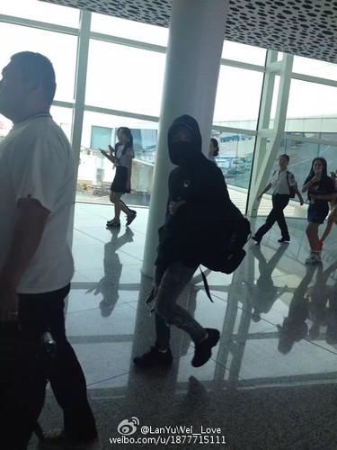 more BIGBANG arrival Shenzhen 2015-08-07 (13)