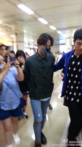 GDragon-returningfromJapan-Gimpo_2014-07-21 (10)