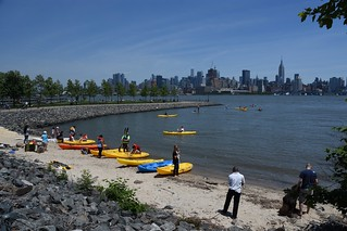 Image of Hoboken Cove Boathouse Beach with a length of 42 meters. kayak cove manhattan midtown kayaking esb empirestatebuilding sup hoboken standuppaddling