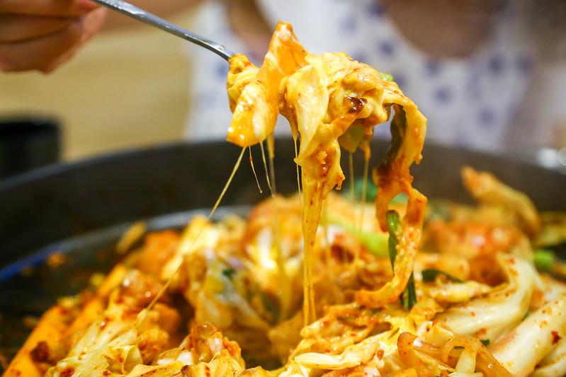 IMG_2531【新北市三重餐廳】惡魔韓式餐廳,起司辣炒春川雞鍋,好吃的韓式料理!不收服務費!座位多