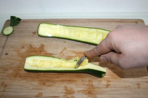 15 - Zucchini entkernen / Core zucchini