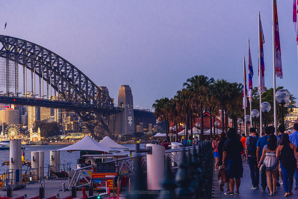 Crowd of tourist enjoying the dusk time in Sydney