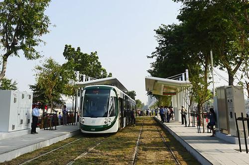 打造綠色永續交通,高雄環狀輕軌將於8月試營運。圖片來源:高雄市政府。
