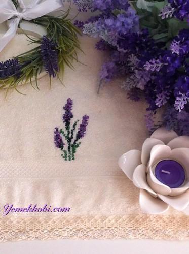 lavanta işlemeli havlu