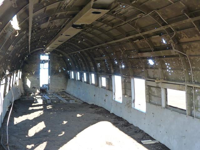 Interior del fuselaje del avión abandonado en Islandia