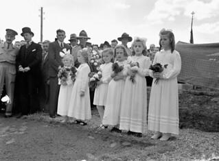 Dutch girls waiting to place flowers at a monument commemorating Canadian soldiers who were killed in action... / Jeunes Hollandaises attendant de déposer des fleurs sur un monument à la mémoire des soldats canadiens tués au combat...