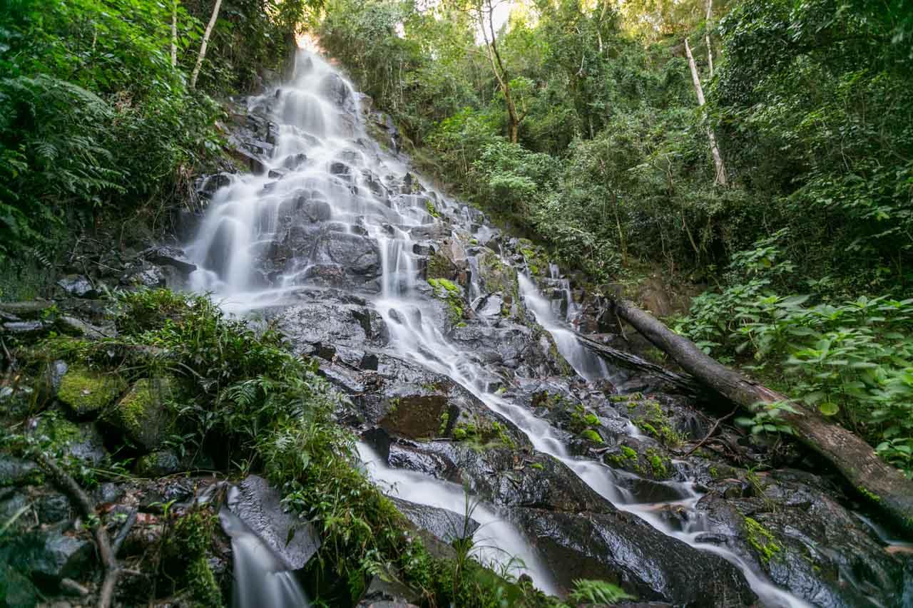 El Salto Karapa es otra de las grandes atracciones de la reserva y se encuentra a pocos kilómetros de Ypehú, en la frontera con Brasil. (Tetsu Espósito)