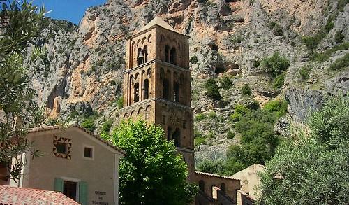 FRANCE - Provence, Alpes-de-Haute-Provence,   Moustiers-Sainte-Marie, Kirche Notre-Dame-de-l'Assomption,  12627