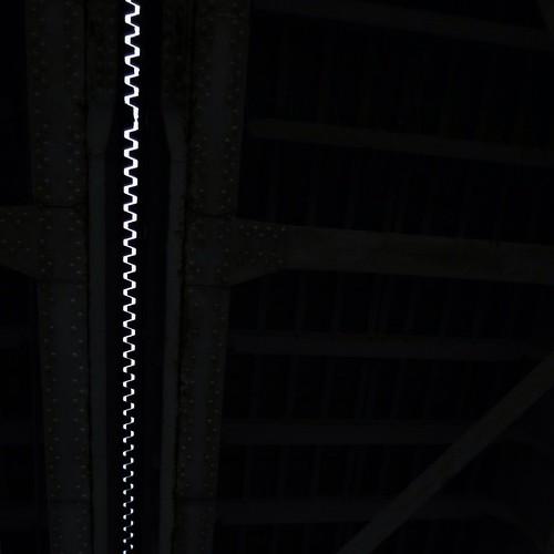 勝鬨橋の真ん中、繋ぎ目を下から見上げると?