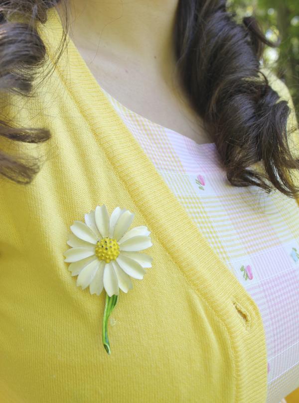 daisy brooch
