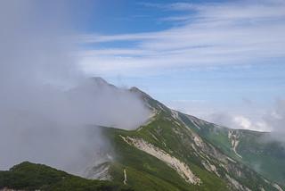 笠ヶ岳に向かう稜線にもガスが上がる